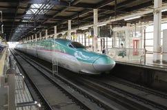 旅客委员会Shinkansen Hayabusa火车 免版税库存图片