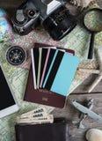 旅客成套装备木背景和拷贝空间的 库存图片