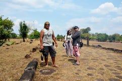 旅客泰国人旅行参观和射击照片在archaeol 免版税库存照片