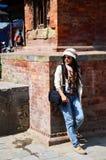 旅客泰国妇女在Basantapur Durbar广场在加德满都尼泊尔 库存图片
