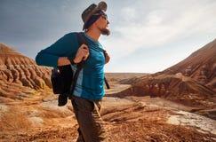 旅客画象在沙漠 库存照片