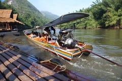 旅客的运输Khwae河的 图库摄影
