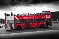 旅游业公共汽车在巴黎 免版税图库摄影