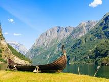 旅游业和旅行 海湾山挪威 免版税库存图片