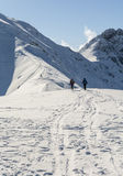 旅游业在足迹的冬天 免版税库存照片