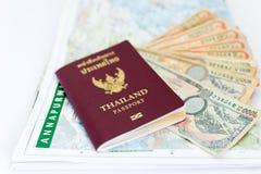 旅游业的泰国护照与安纳布尔纳峰地区尼泊尔地图和尼泊尔笔记 图库摄影