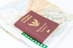 旅游业的泰国护照与安纳布尔纳峰地区尼泊尔地图和尼泊尔笔记 免版税库存图片