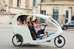 旅游出租汽车在巴黎 免版税库存照片