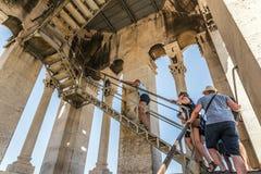 旅游参观的塔在分裂的Sveti Duje 免版税图库摄影