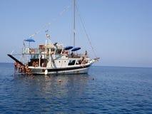 旅游小船游览 免版税库存图片