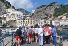 旅游小组在夏天Amalfy 库存图片