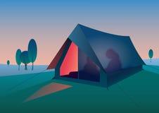 旅游帐篷在晚上 库存照片