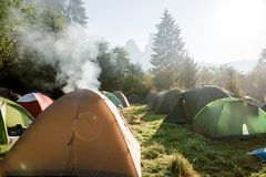 旅游帐篷阵营 免版税图库摄影