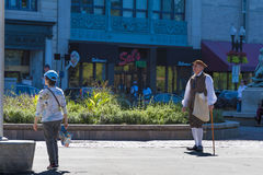 旅游指南在服装穿戴了在波士顿共同性 库存照片