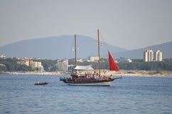 旅游游轮在黑海 免版税库存照片
