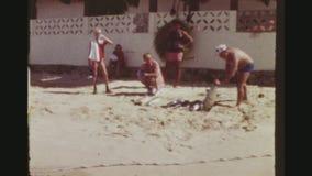 旅游炫耀他的海滩的金枪鱼风行 影视素材