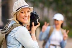 旅游照片朋友 免版税库存图片