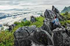 旅游由在山景的机动性拍照片与地标 库存照片