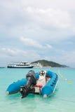 旅游的小船 免版税图库摄影
