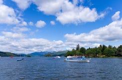 旅游的小船 免版税库存照片