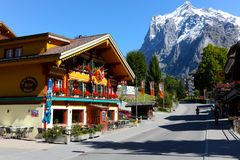 旅游胜地和瑞士阿尔卑斯的峰顶 免版税库存图片