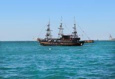 旅游船在爱琴海在塞萨罗尼基 库存图片