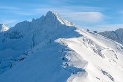 旅游道路早晨foto在Tatra山的 免版税库存照片