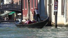 旅游长平底船在威尼斯 影视素材