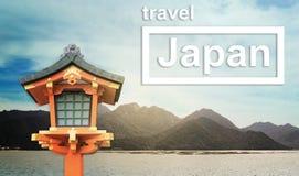 旅行与木lanthern的日本横幅 库存照片