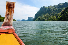 旅行乘小船在Phang Nga海湾 免版税库存图片