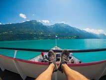旅行乘小船的POV在Brienz湖在夏时在瑞士 库存照片