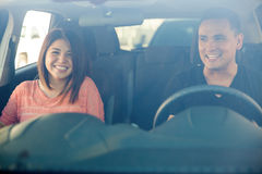 旅行乘汽车的夫妇 免版税图库摄影