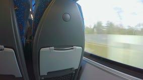 旅行乘火车的乘客观点,看外面通过窗口 股票视频