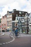 旅行乘自行车在阿姆斯特丹 免版税库存照片
