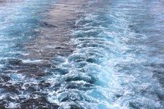 旅行乘轮渡 在水的跟踪 免版税库存图片