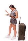 旅行假期概念青少年与在白色的地图 库存图片