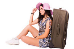 旅行假期概念青少年与在白色的行李 库存照片