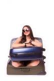 旅行假期概念青少年在白色的行李 库存图片