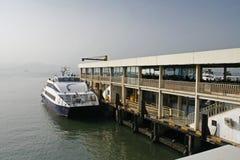 他旅行到香港的蛇口轮渡 免版税库存图片