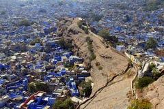旅行印度: jodhpuri蓝色房子全视图从堡垒的 免版税库存图片