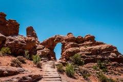 旅行向犹他 成拱形国家公园 曲拱沙漠石头 免版税库存照片