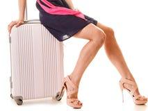 旅行和假期 有手提箱行李袋子的妇女 免版税库存图片
