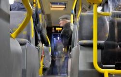 旅行在一个belgiam公共汽车、鬼魂和年长人上 库存图片