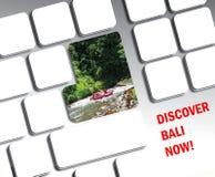 旅行在个人计算机键盘的假期概念 库存照片