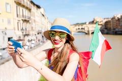 旅行在佛罗伦萨市的妇女 免版税图库摄影