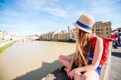 旅行在佛罗伦萨市的妇女 图库摄影