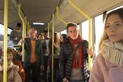 旅行在公共汽车的人们 免版税库存照片