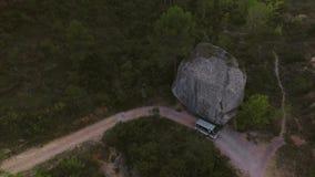 旅行在山的小日本搬运车 影视素材
