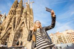 旅行在巴塞罗那的妇女 库存照片