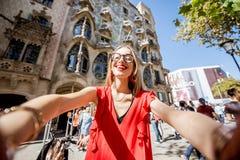 旅行在巴塞罗那的妇女 免版税图库摄影
